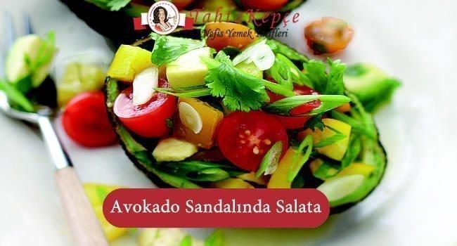 Avokado Sandalında Salata