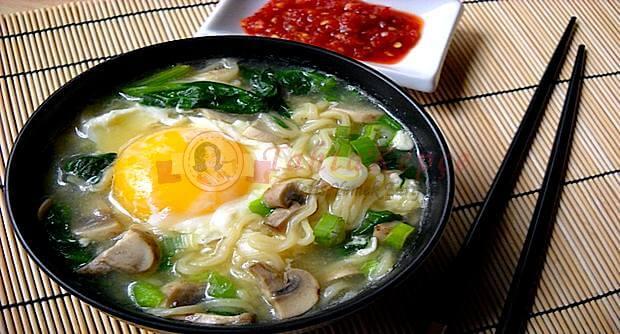 sebzeli yumurta ramen
