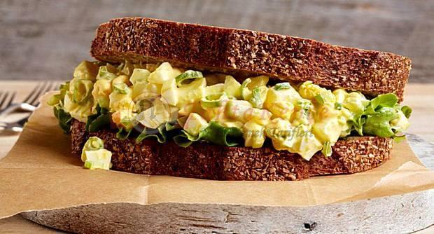 yumurtalı salatalı sandviç